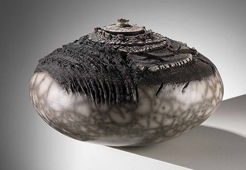 patricia-shone-contour-34-ht21cm-raku fired-2013-image-Shannon-Tofts
