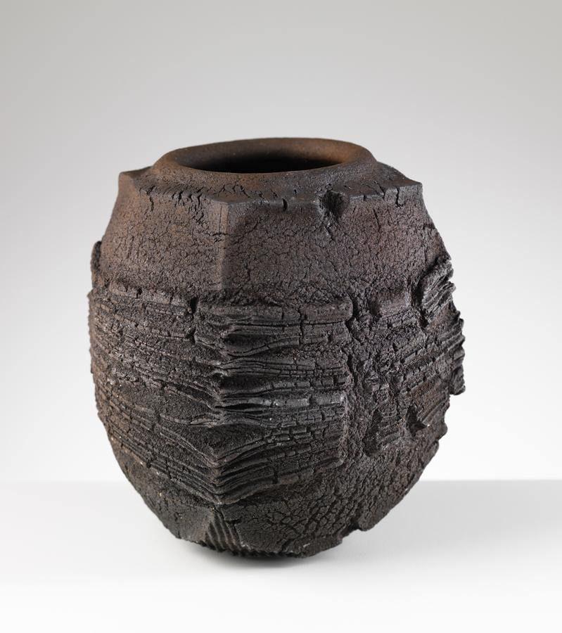 patricia-shone-ceramics-skye-peat-pot-image-shannon-tofts
